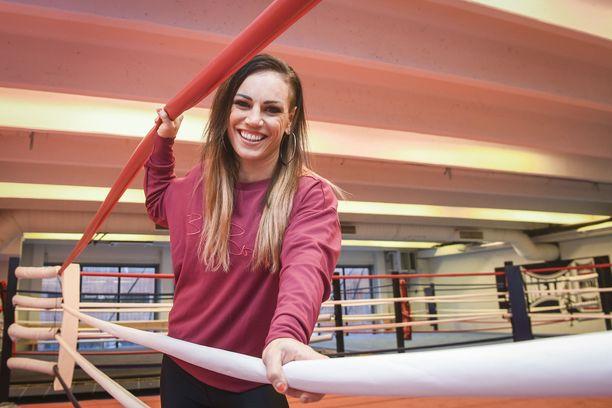 Nyrkkeilijä Eva Wahlström on opetellut uutta nyrkkeilytyyliä uuden valmentajansa Risto Juvosen opissa.