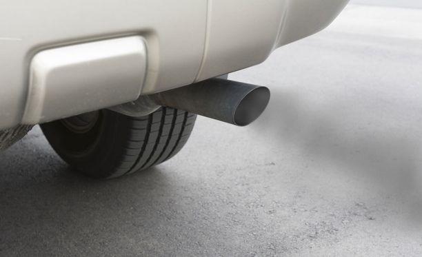 Nykyinen Euroopassa käytetty päästötesti on ei anna todellisuutta vastaavaa tulosta, kirjoittaa autotoimittaja Pentti J. Rönkkö.