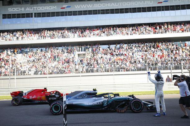 Valtteri Bottas pääsee lähtemään Venäjän GP:hen 16 metrin verran Sebastian Vettelin edeltä. Bottaksen ruutu on asfaltoitu kokonaan uusiksi, Vettelin kolmosruudussa vain sen etuosa on uudella asfaltilla.