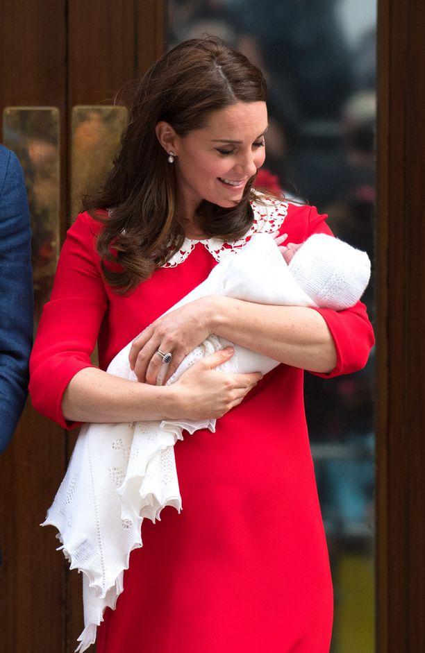 Catherinen asussa on selvää samankaltaisuutta kuin Dianalla.