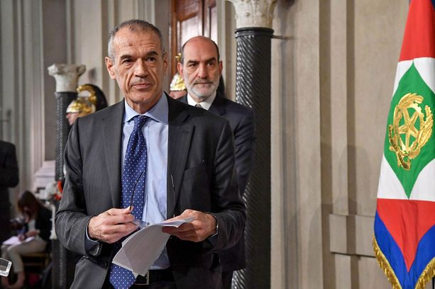 Taloustieteilijä Carlo Cottarelli on tiukan talouskurin mies.