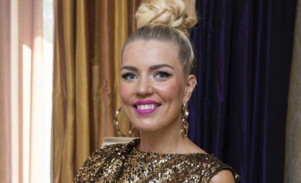 Tanssinopettaja Saana Akiola osallistui maanantaina Tanssii tähtien kanssa -pressitilaisuuteen.