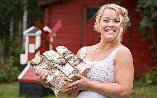 """Tangokuningatar Heidi Pakarinen lataa akut kesämökillä: """"Sauna voi lämmetä mihin vuorokaudenaikaan tahansa"""""""