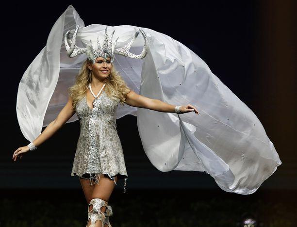 Alina Voronkovan fantasia-asu Miss Universum kisoissa Bangkokissa.