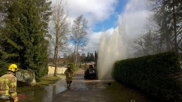 Maaperätutkimus aiheutti vesiputken rikkoutumisen Espoossa keskiviikkona päivällä.