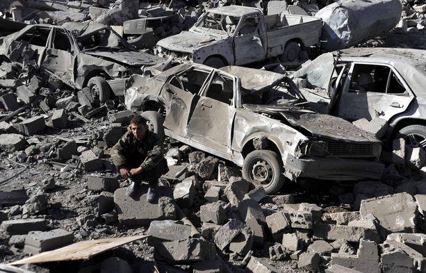 Saudien johtama liittouma aloitti pommitukset torstain vastaisena yönä.