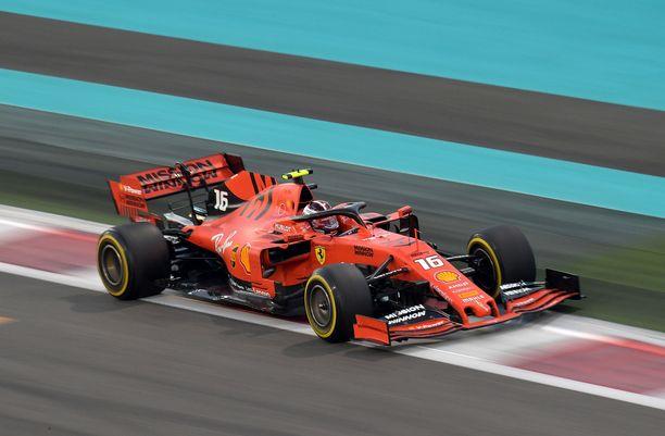 Charles Leclerc oli huomiota herättävän hidas Abu Dhabissa.