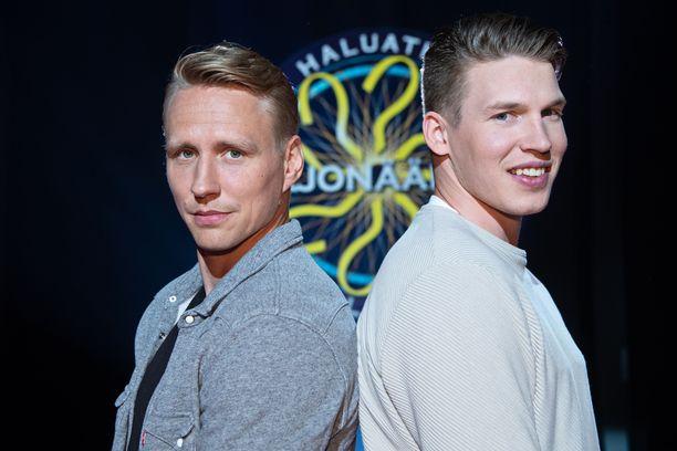 Veli-Matti Savinainen ja Jere Sallinen bongattiin Haluatko miljonääriksi? -ohjelman viidennen kauden kuvauksista.
