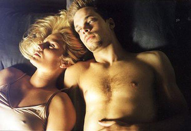 Levottomat oli vuoden 2000 katsotuin kotimainen elokuva. Laura Malmivaara teki siinä ensimmäisen elokuvaroolinsa. Mikko Nousiainen olu debytoinut jo kaksi vuotta aiemmin elokuvassa Going to Kansas City.