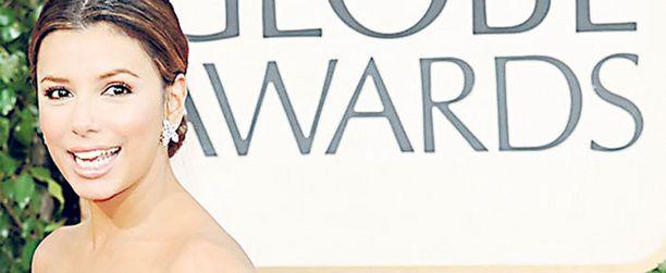Eva Longoria Parkerin eksoottinen kauneus korostui entisestään punaisessa Reem Acran luomuksessa. Merenneitomainen helma loihti Evan takamuksesta vielä normaaliakin herkullisemman näköisen.
