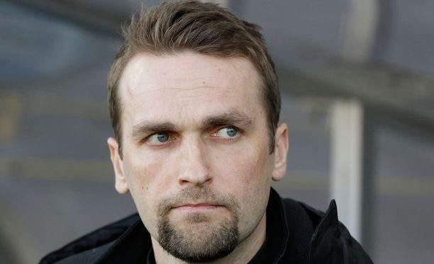 Jani Honkavaaran valmentama KuPS on paria pelaajaa vaille valmis.
