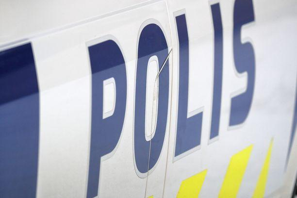 Epäilty mies oli ollut poliisin mukaan liikkeellä ruskeassa takissa.