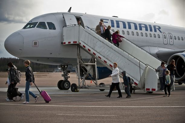 Kokoomus esittää, että valtio solmii Finnairin kanssa ostopalvelusopimuksen lentojen jatkamisesta maakuntakentille.