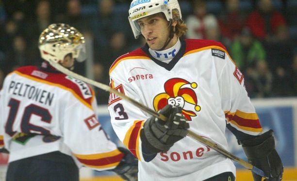 David Nemirovsky pelasi kaudella 2002-03 narrinutussa 36 runkosarjapeliä tehoin 9+15=24.