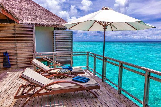 Rantaveden yläpuolelle rakennetut mökit ovat suosittu tapa yöpyä Malediiveilla.