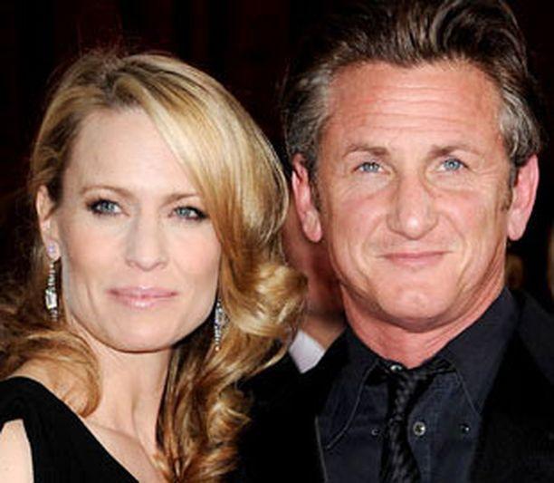 Robin ja Sean edustivat yhdessä tämän vuoden Oscar-gaalassa, josta Sean Penn vei kotiinsa parhaan miesnäyttelijän palkinnon.