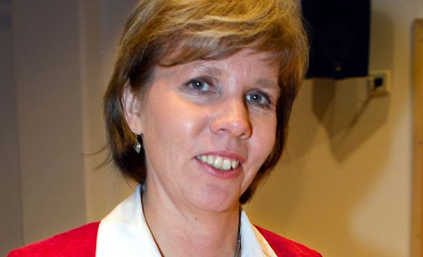 Oikeusministeri Anna-Maja Henriksson valvoo kielivähemmistöjen virallista asemaa.