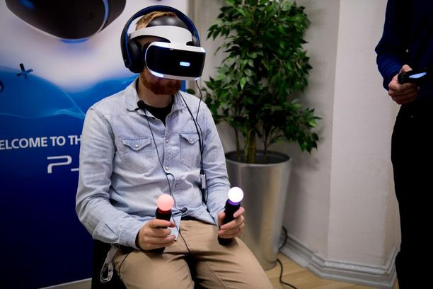 Älypuhelimeen tai pelikonsoliin kytkettävät virtuaalilasit ovat joulun hittilahja. Iltalehti pääsi testaamaan PlayStationin VR-laseja ennakkoon syyskuussa.