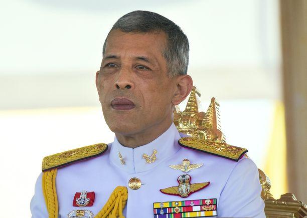 Thaimaan kuningas Maha Vajiralongkorn Bodindradebayavarangkun lähetti kukkia suomalaispojalle sairaalaan.