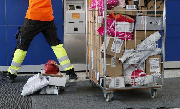 Yhä useampi tekee ostoksensa verkossa.
