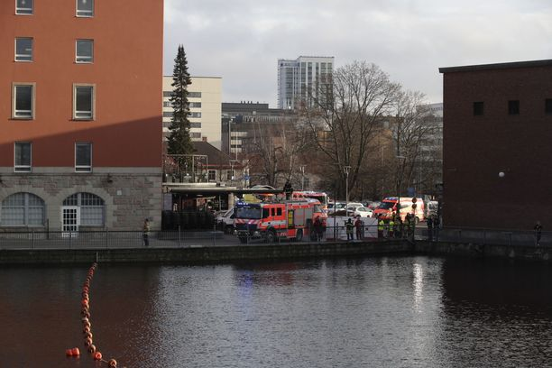 Pelastuslaitos nosti perjantaina ruumiin Tammerkoskesta.