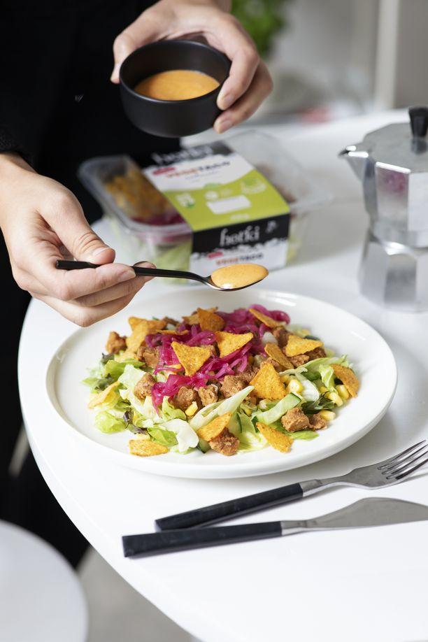 Arkea on lupa helpottaa valmiilla ja maukkailla Hetki-salaattiaterioilla.