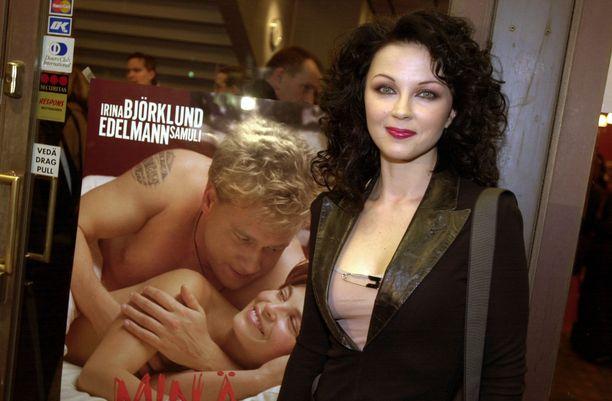 Kata Kärkkäinen Minä ja Morrison -elokuvan ensi-illasta vuonna 2002.