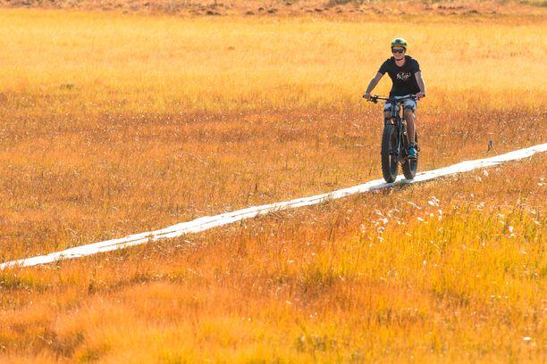 Ylläksellä pääsee pyöräilemään, oli vuodenaika mikä tahansa.