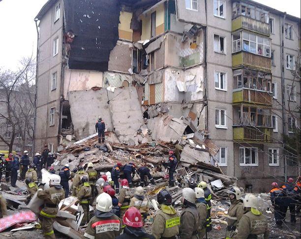 Paikalla oli kymmenittäin pelastustyöntekijöitä.