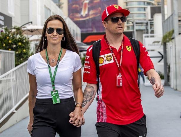 Minttu ja Kimi Räikkönen on usein nähty yhdessä kisaviikonloppuinakin. Kuva Azerbaidzhanin osakilpailusta.