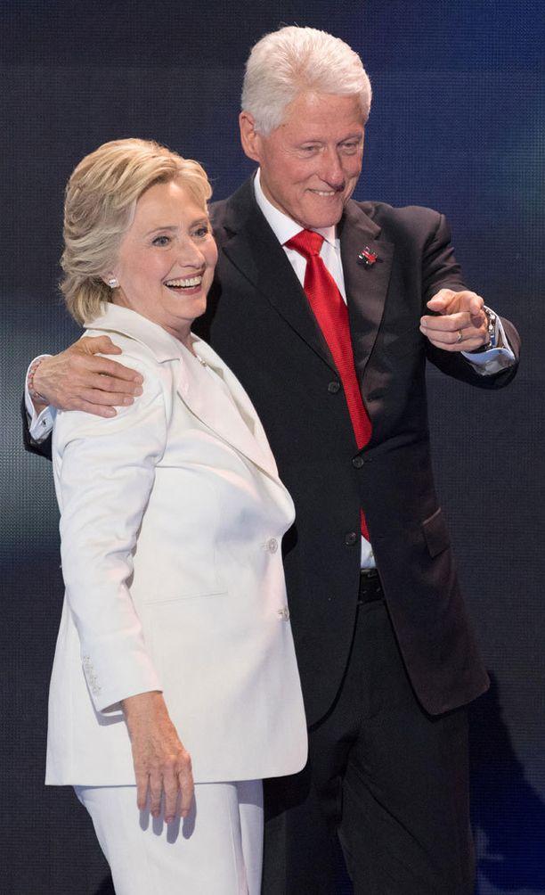 Trumpin Twitterissä suoltamien loukkausten pääkohde on ollut Hillary Clinton. Osansa on saanut myös aviomies Bill.