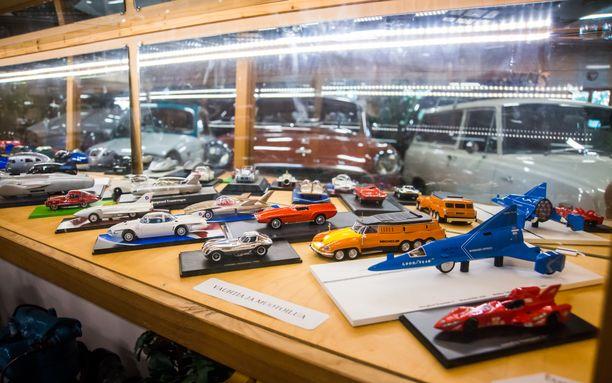Museon kokoelmissa on lukuisia erikoisia pienoismalleja mm. nopeusennätys- ja konseptiautoista.