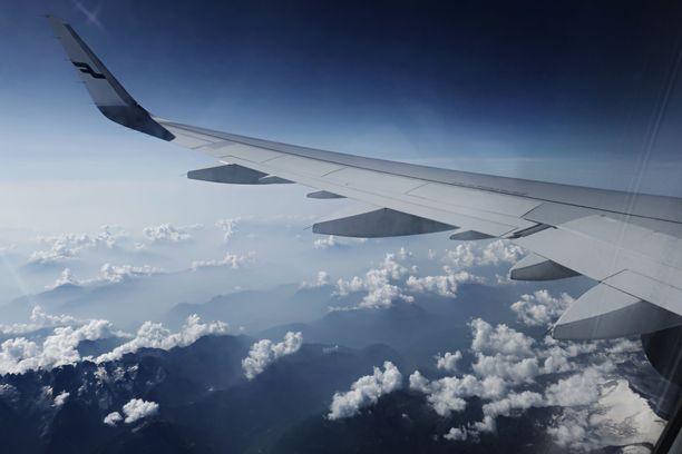 Suomalaiset odottavat edelleen lentoyhtiöiltä ja matkatoimistoilta peruutusrahoja.