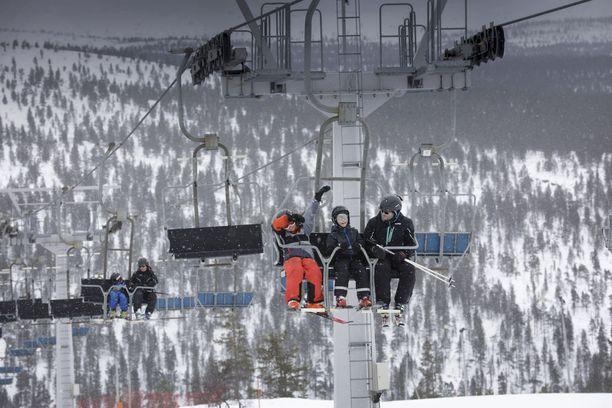 Ongelman kokoluokka olisi hyvin eri, jos hätäliikenne katkeaisi kovimpana matkailusesonkina, jolloin Pohjois-Lapissa on runsaasti talven ihmemaata ihailevia turisteja.
