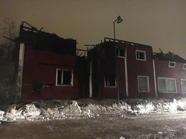 Rakennus paloi käyttökelvottomaksi.