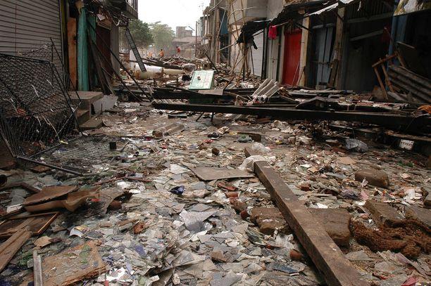 Sri Lankan saarivaltio on yksi pahiten vuoden 2004 tsunamissa kärsineistä maista. Sri Lankassa kuoli tai katosi yhteensä 35 000 ihmistä.