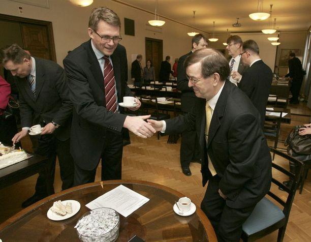 Paluu Suomen politiikkaan. Uusi eduskunta järjestäytyi syksyllä 2007.