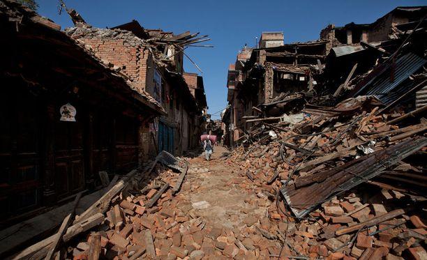Vaikka osa uudemmista rakennuksista selvisi maanjäristyksestä, lähiöissä tuho on valtaisa.