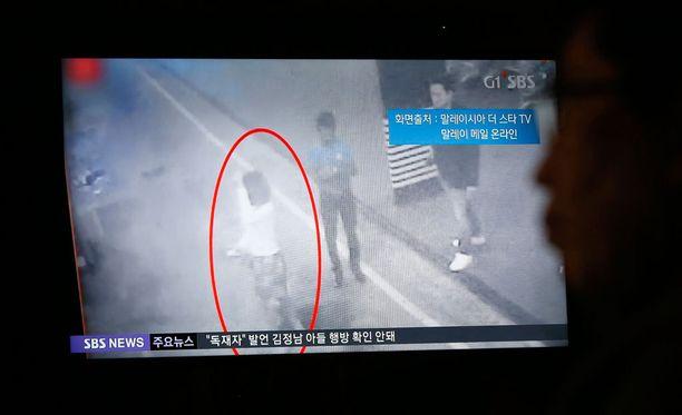 Yksi teosta epäillyistä tallentui valvontakameraan lentokentällä Malesissa, jossa Kim Jong-nam myrkytettiin.