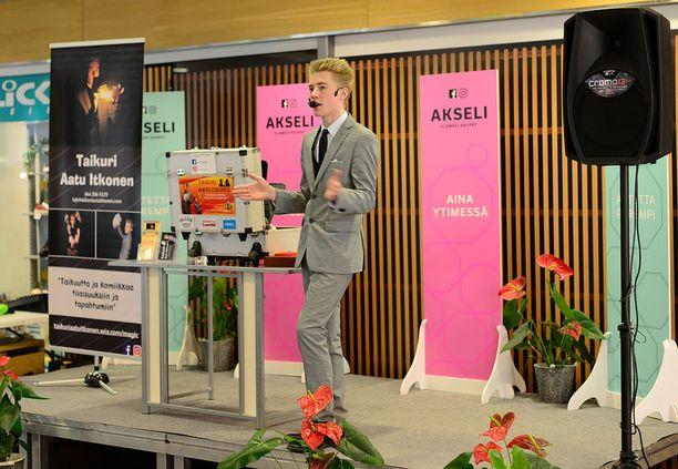 Toukokuussa Aatu oli lavalla kauppakeskus Akselissa.