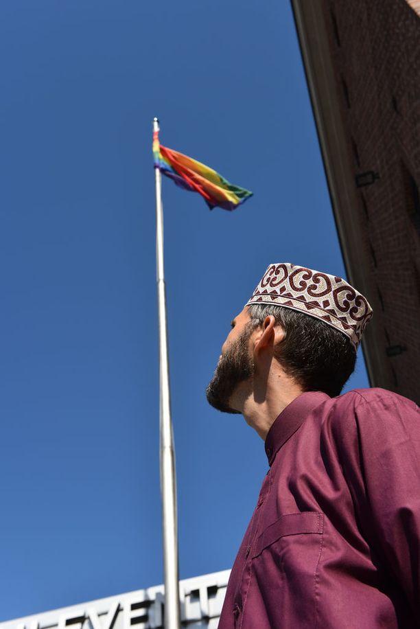 Homoseksuaali imaami Ludovic-Mohamed Zahed saapui Helsinkiin Pride-viikon yhteydessä pidettävään seminaariin.
