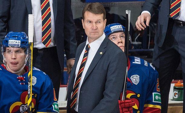 Erkka Westerlund haki uusi ketjukoostumuksia.
