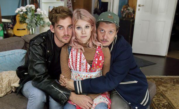 Kolmistaan-sarjan pääosissa nähdään Lauri Tilkanen, Pamela Tola ja Eero Ritala.