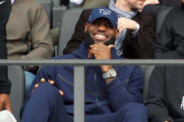 Los Angeles Lakersia edustava LeBron James on yksi urheilumaailman tunnetuimmista miehistä.