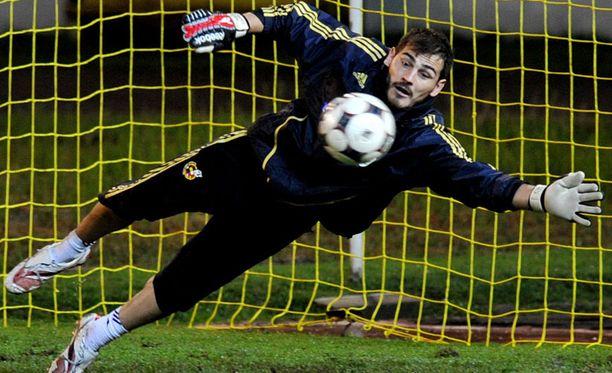 JOHTAJA Iker Casillas ohitti viime vuonna 57. nollapelillään Andoni Zubizarretan.