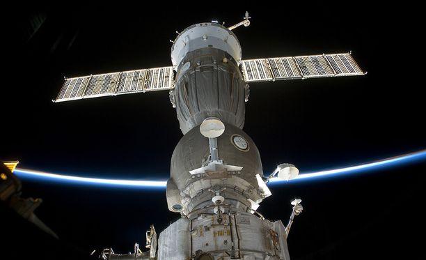 Yksityisyyttä ei avaruusasemilla juurikaan ole, joten sekin voi olla ujommille astronauteille este intiimiin kanssakäymiseen.