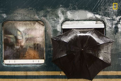 Kunniamaininta ihmiset-sarjassa: The Man's Stare / Moin Ahmed / National Geographic Photographer of the Year / Gazipur, Bangladesh