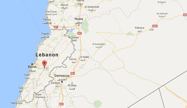 Qab Elias sijaitsee noin tunnin matkan päässä Libanonin pääkaupungista Beirutista. Syyria on Libanonin naapurimaa idässä.