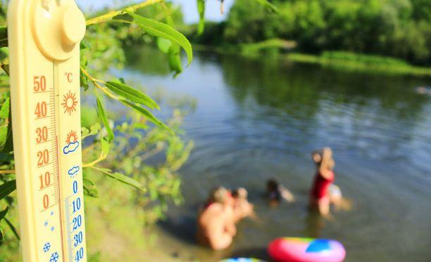 Vuoden 2018 kesä eli kesä–elokuu oli koko Suomessa keskimäärin kaksi astetta tavanomaista lämpimämpi.