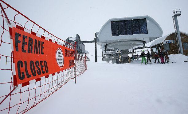 Raju törmäys johti laskettelijan kuolemaan Isèressä Ranskassa sijaitsevassa Les Deux Alpesin hiihtokeskuksessa. Arkistokuva.
